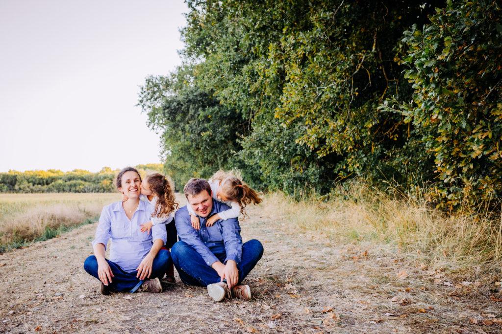 Photographe famile heureuse moment de partage en famille activité famille