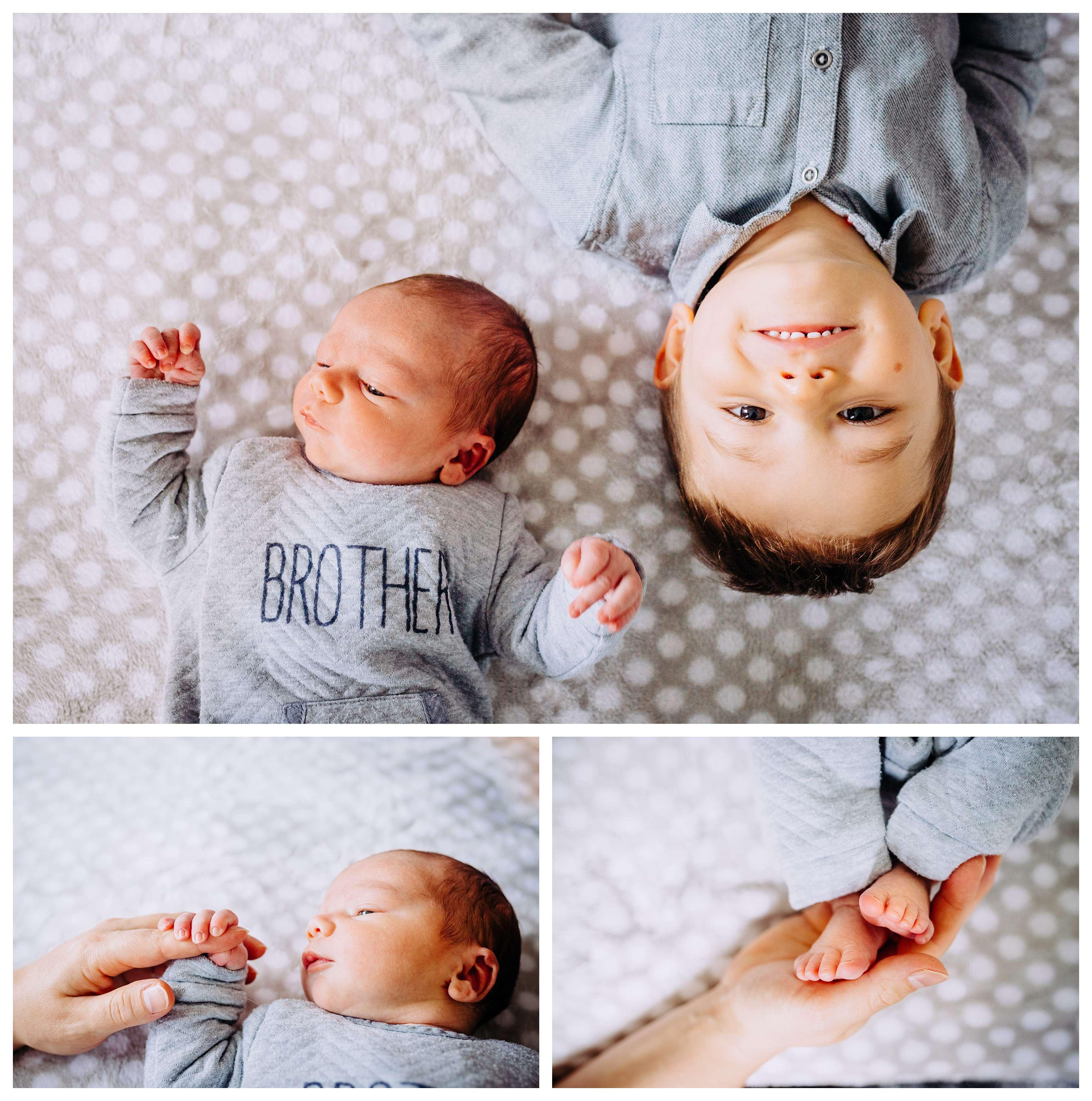 fratrie grand frére et bébé sur couverture grise pour une seance photo nouveau né
