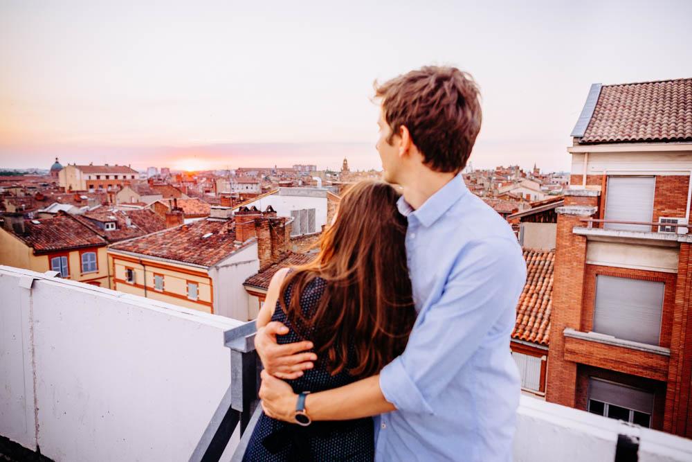 coucher de soleil sur le toit du parking des carmes Photographe couple à Toulouse